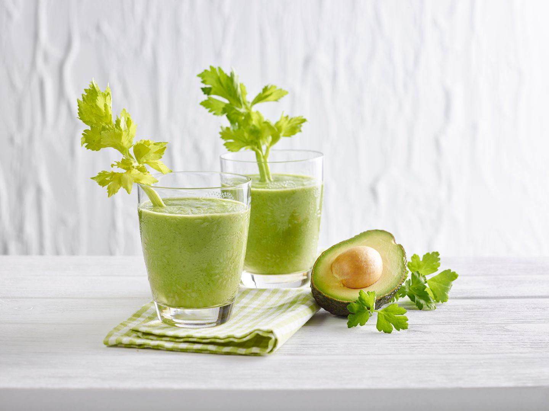 Green Smoothie mit Petersilie und Avocado