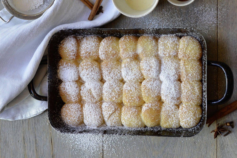 Dukatenbuchteln mit Gewürz-Vanillemilch