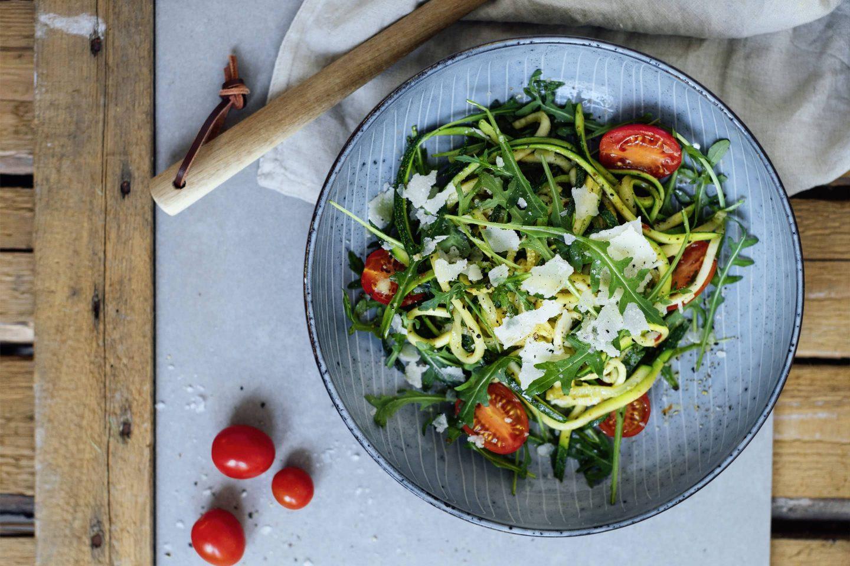 Mediterrane Zucchinispaghetti mit Toskana Kräuter
