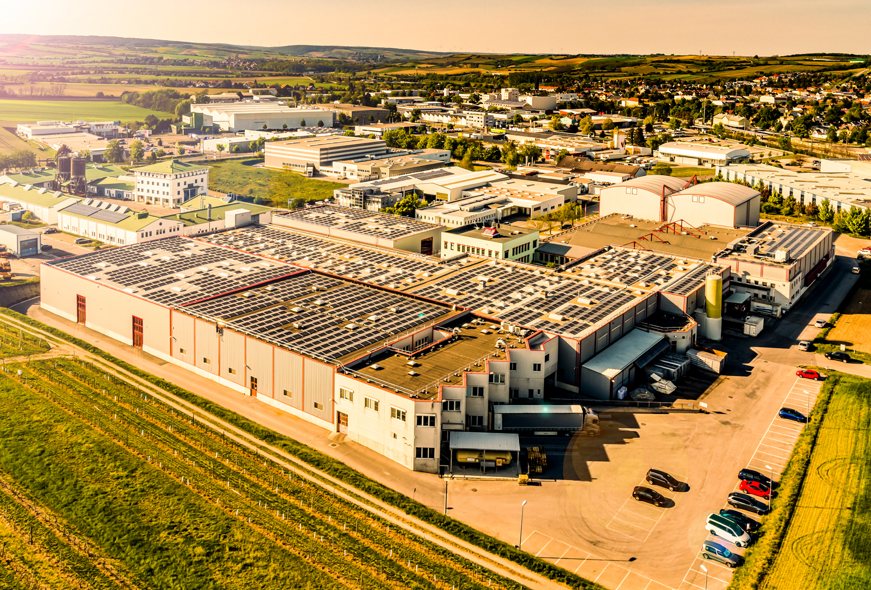 Kotányijeva zgradba podjetja v Wolkersdorfu, fotografirana iz ptičje perspektive